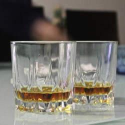 飲み会の乾杯の挨拶は会社のルール・マナーを守りつつ、ユニークで明るいものにしよう