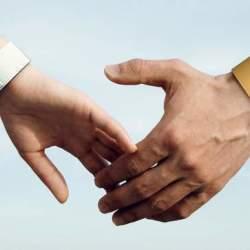 てんかんと上手くつきあう。疲労度をモニターし、いつでも知らせてくれるデバイス「Embrace」