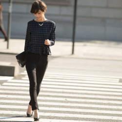 魅せるブラックでフォーマルスタイルを作る。ベーシックカラーのブラックの綺麗な着こなし