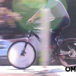 普通の自転車を電動に変える。取り替えるだけでOKのホイール「Omni Wheel」はスポーツにも