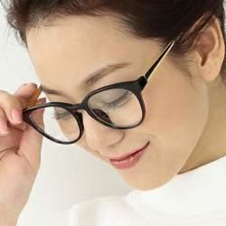 ちょっとレトロが今にぴったりの「クラシックメガネ」。大人のお洒落にどう活かす?