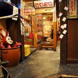 のれんをくぐって昭和の時代にタイムスリップ。懐かしくも新しい「レトロ居酒屋」4選