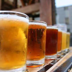 外食産業の総居酒屋化:各外食店舗の居酒屋化戦略と、それらがもたらす飲み会文化の未来