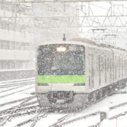 大雪で会社を遅刻するのはNG?「雪予報」のときの事前準備&会社への対応・連絡の仕方