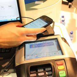 「Apple Pay」の独壇場にGoogleが待ったをかける? かつてのライバル会社を買収予定