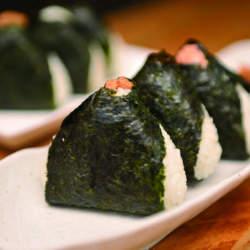 こだわりのお米を握ったふっくら食感。ほんのり塩加減が美味しい、東京で味わいたいおにぎり屋4選