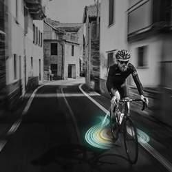 これで夜道の自転車事故も減らせる? 好きな映像を地面に投影できるバックライト「&B」