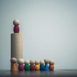 なぜ、優秀なプレイヤーがリーダーになると評価を落とす? 脳機能を低下させる「働きすぎ」の弊害