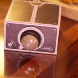 あなたのお家を映画館に! スマホ動画を手軽に投影できるDIYプロジェクターキットが便利かも