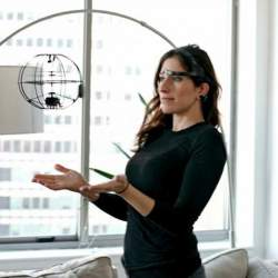 必要なのは念じる力のみ! 手を使わず「脳波」だけで操作できる未来型ドローン「Orbit」