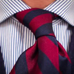 春の流行色を取り入れたストライプ柄のネクタイに挑戦。今っぽさを意識したVゾーンで周りに差をつける