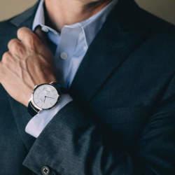 スーツに合う時計を選ぶなら。デザイン性・品質に定評がある、海外の定番ブランドが外せない!