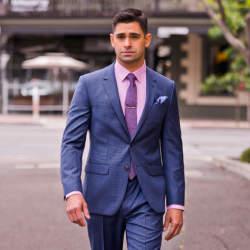 スーツスタイルに一歩差をつけるなら、流行の色に注目!お洒落な男はいつだって季節感を意識する