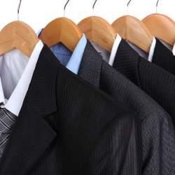 スーツの着こなしは「保管方法」を知ることから。着こなしがカッコイイ男は毎日の手入れを欠かさない