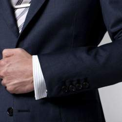 ジャケットのボタンは全部留めるべきか? 知ってそうで意外と知らないスーツの基本マナー