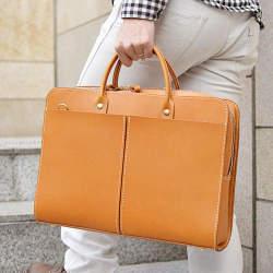 おしゃれなビジネスバッグを持つ大人は一味違う。素材と製法にこだわったブランドのバッグに手を伸ばす