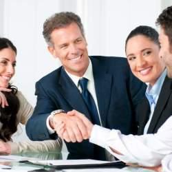 服装のチョイスから商談は始まっている。信頼感を得るには、どのような服装で臨むのがベストか?