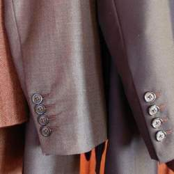 周りに与える印象はスーツの色でガラッと変わる。デキる男はシーンに合わせてスーツを使い分ける