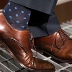 カッコいい着こなしは足元から。スーツに合わせる靴下はどういったものがベスト?