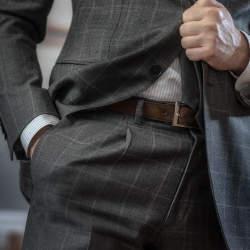 スーツに合うベルトの選び方とは? 4つの条件を押さえておけば失敗しない一本が手に入る!