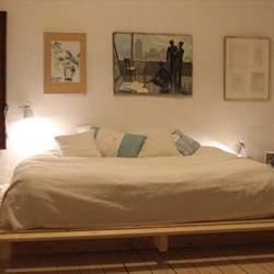 実用性は高いけど、ダサく見えがち? 実はお洒落に飾れる「すのこベッド」実例まとめ