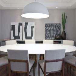 部屋を広く、柔らかに表現する円形の魅力。丸テーブルを用いた、実用的でお洒落なインテリア事例4選