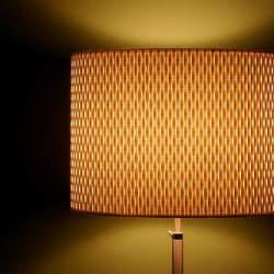 暖かな光が空間を彩る。単調な部屋の印象を一気に変える間接照明のテクニック