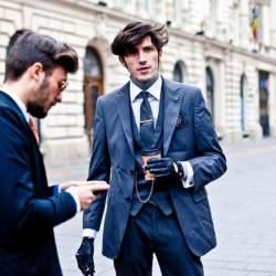 スーツスタイルの体型をよく見せる裏技。柄やディテールで視覚的な変化をつけ、スタイルアップを目指す