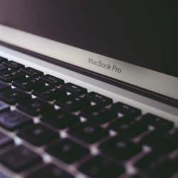 自分だけのワークスペースを作る。作業が捗りそうなパソコンデスクのインテリア事例