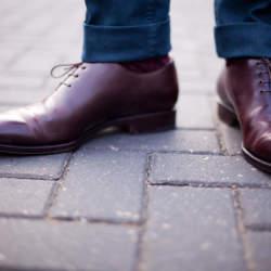 実は気になる、革靴のイヤな臭いは簡単に落とせる。ちょっと意外な「臭い取りの方法」3選
