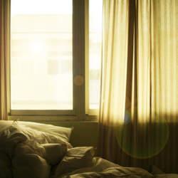 カーテンは部屋の雰囲気を左右する。自分の部屋に合ったカーテンの選び方