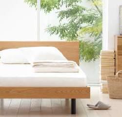 シンプルで素朴なデザインも魅力。アレンジできる楽しさが詰め込まれた無印良品のベッド