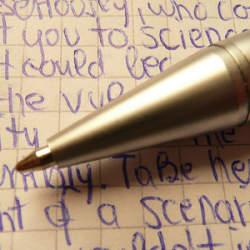 書きやすいボールペンは作業の効率も高める。ストレスフリーで書くことができるボールペン3選