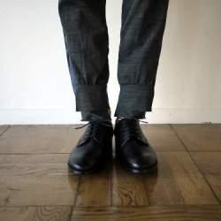 シンプルな作りに光る個性。革靴の一足目には幅広いシーンで活躍する「ストレートチップ」を購入すべし