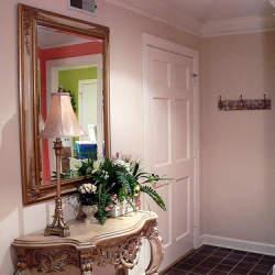 """玄関は来客を迎え入れる""""家の顔""""。玄関をおしゃれなインテリアにするコツ3選"""