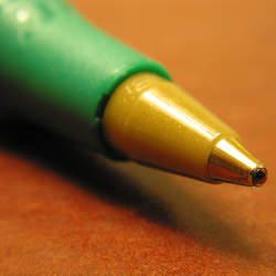 ちょっとだけ背伸びするだけで名作が手に入る。2000円以内で買えて高級感があるボールペン3選