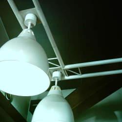 光とともに音が降り注ぐ新体験。斬新なアイデアで生み出されたスピーカー付きの照明