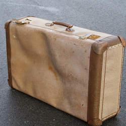 """持ち運びがラクラクできる軽さ。スーツケースを買うならこだわりたいのは""""軽量であること"""""""