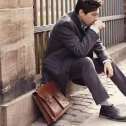 デキる男はバッグから違う。大人メンズの手元には上質な「レザーバッグ」がおすすめ。