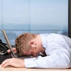 誰にもバレずに「こっそり眠気を解消する方法3選」 会議も商談もこれでパッチリ!