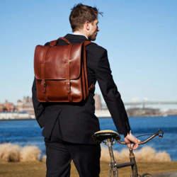 ビジネスバッグに新提案「リュック」。スーツ姿にフィットするおすすめリュック3選。