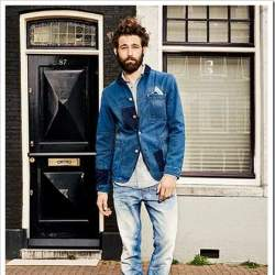 男らしさを追求したデニムジーンズの着こなし術。夏は「デニム・オン・デニム」で魅せる