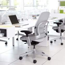 """リープチェアとは""""背骨を真似るチェア""""である。快適さを追求したオフィスチェアの魅力とは"""