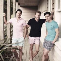 頭を悩ませる、ポロシャツコーデ。夏の定番アイテム「ポロシャツ」のメンズ向けコーデまとめ