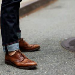 革靴×ジーンズで大人なカジュアルスタイル作り。男らしさを引き出すコーディネート術