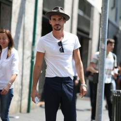大人の白Tシャツはエレガントに。海外セレブの間で人気沸騰中「白Tシャツ」のおすすめな3枚