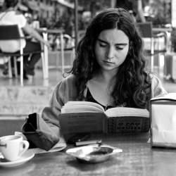 差をつけるならノウハウ本を捨てて、仕事に関係ない本を読め! 『読書は「アウトプット」が99%』