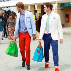 お洒落な夏メンズは「カラーパンツ」で魅せる! 夏らしさが光る、カラーパンツのコーデまとめ