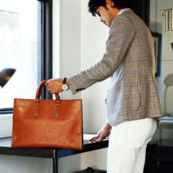 スーツに相性◎な「トートバッグ」5選:仕事のデキるお洒落ビジネスマンは、トートバッグで魅せる。