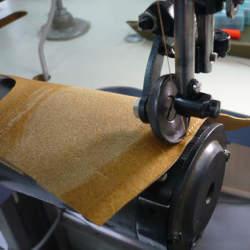 知る人ぞ知る革製品ブランド「アルズニ」:アルズニの財布が魅せるのは、最上級のこだわり。